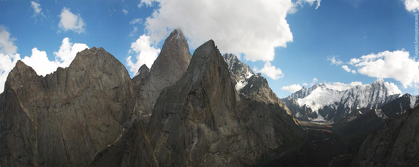 Панорама вершин в Каравшине