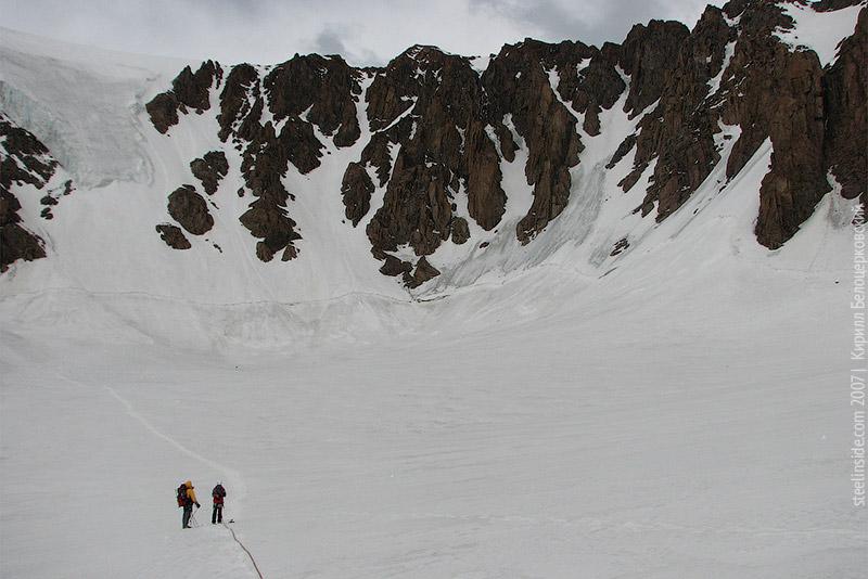 На леднике Горина после спуска с вершины