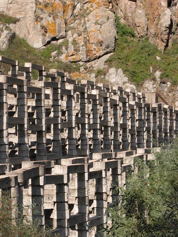 Венец конструктивизма в чуде инженерной мысли. Плотина выше озера Иссык.
