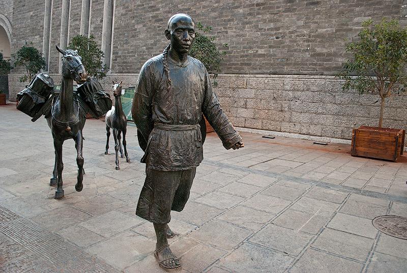 Скульптура на улице