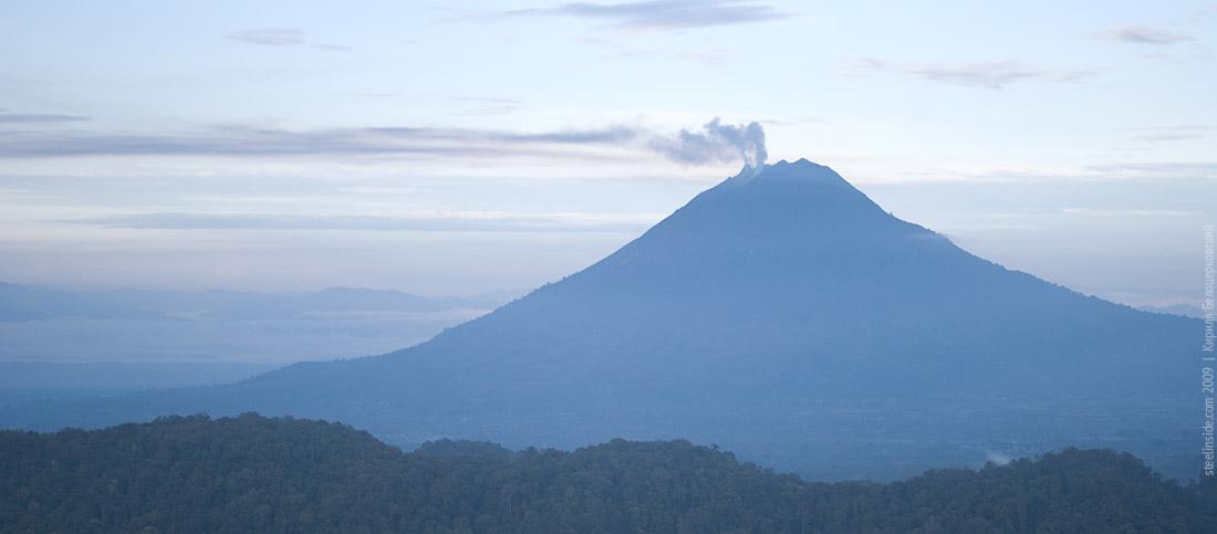 Вулкан Синабун, Суматра, Индонезия