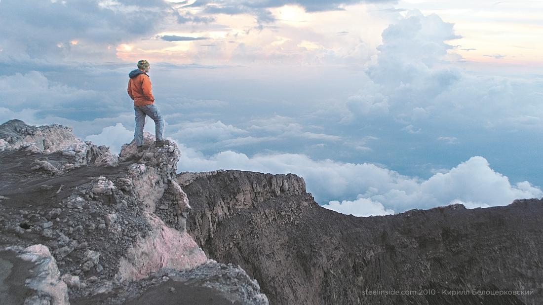 На вершине вулкана Керинчи, Западная Суматра