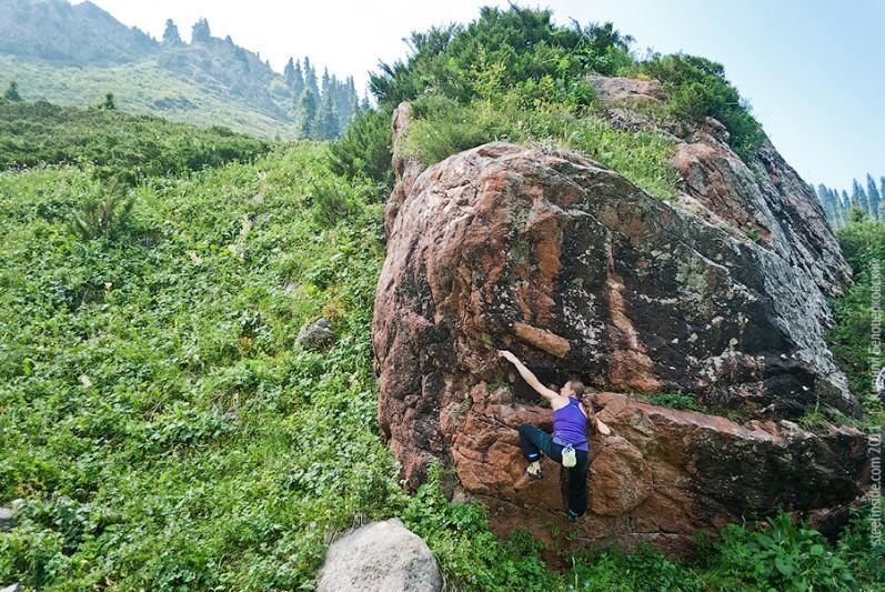 Юлия Троепольская на скалах