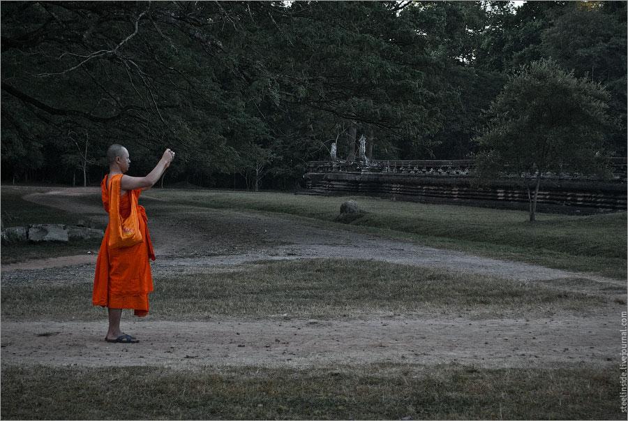 Монах с камерой
