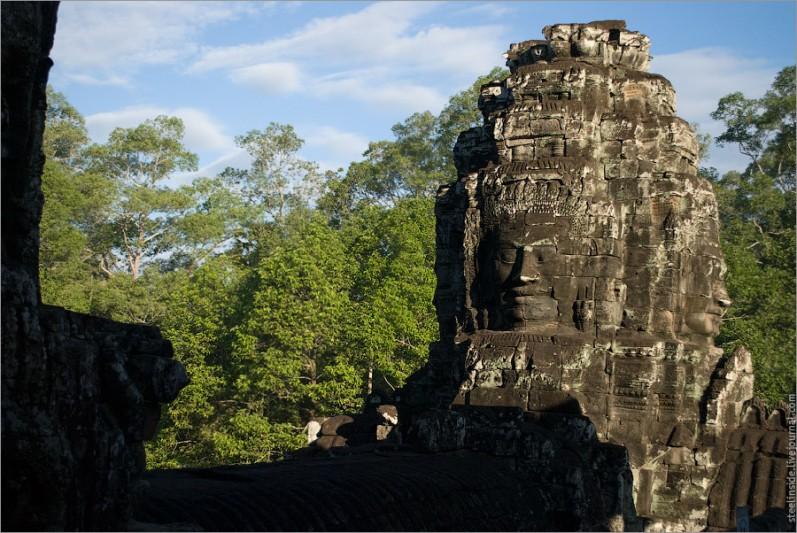 Байон Ват — храм с улыбающимися барельефами.