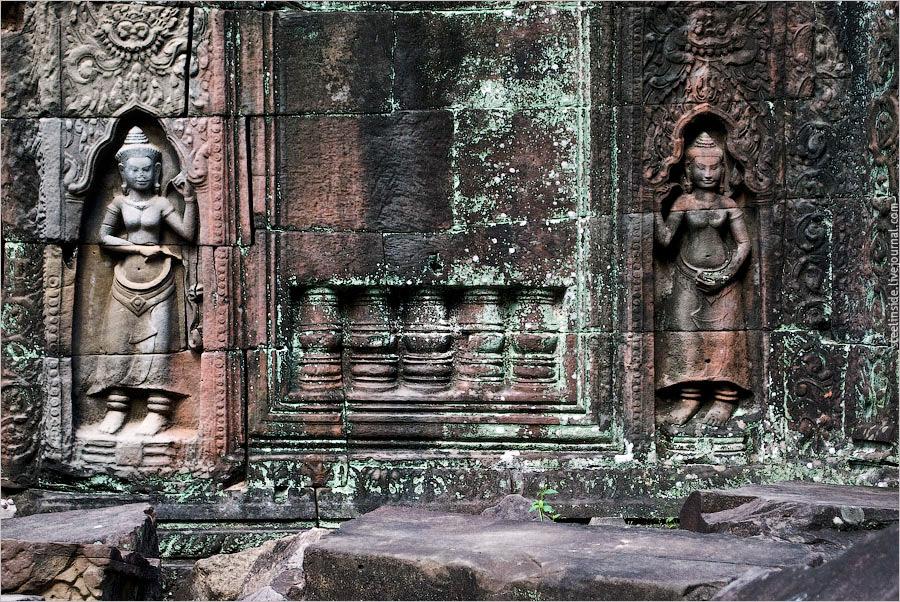 Барельеф на стене одного из храмов