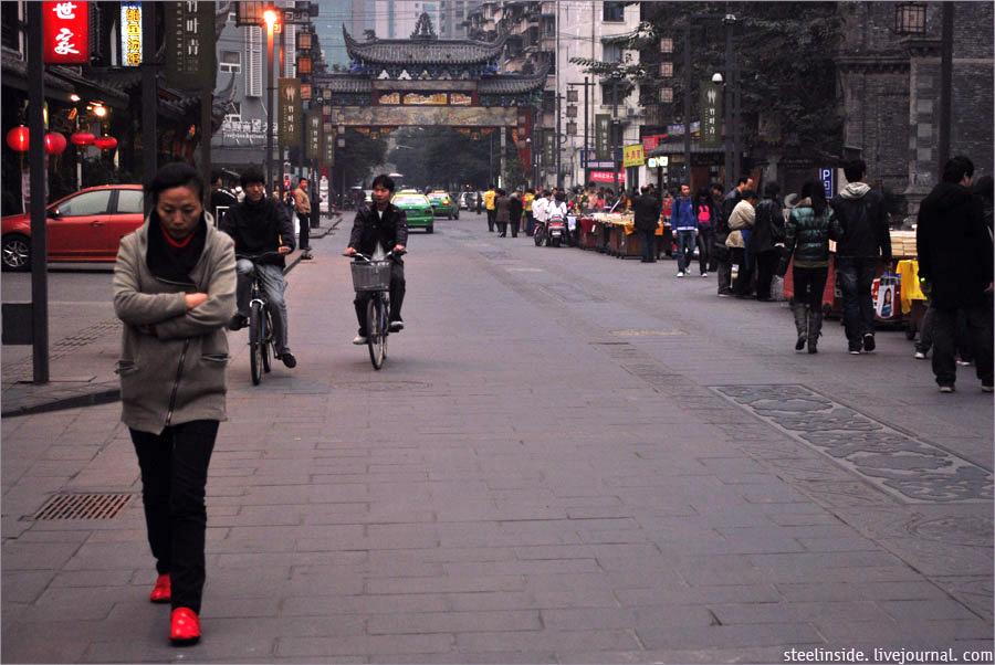 На улице вблизи храма Веншу