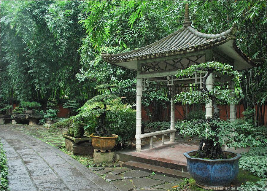 Пагода среди бамбука