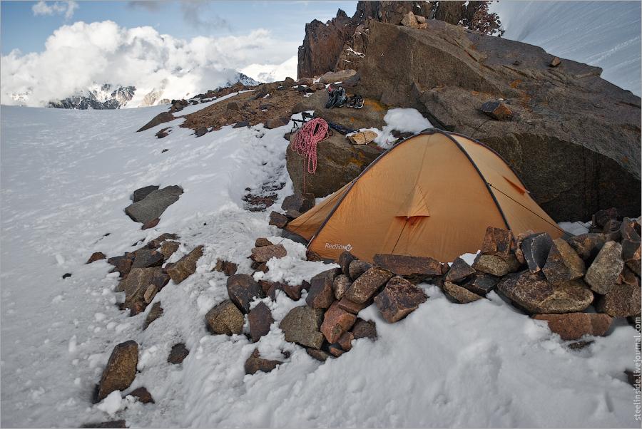Палатка на Комсомольском перевале