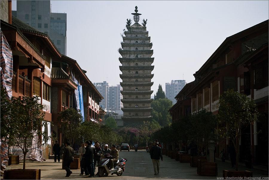 Пагода в центре Куньмина