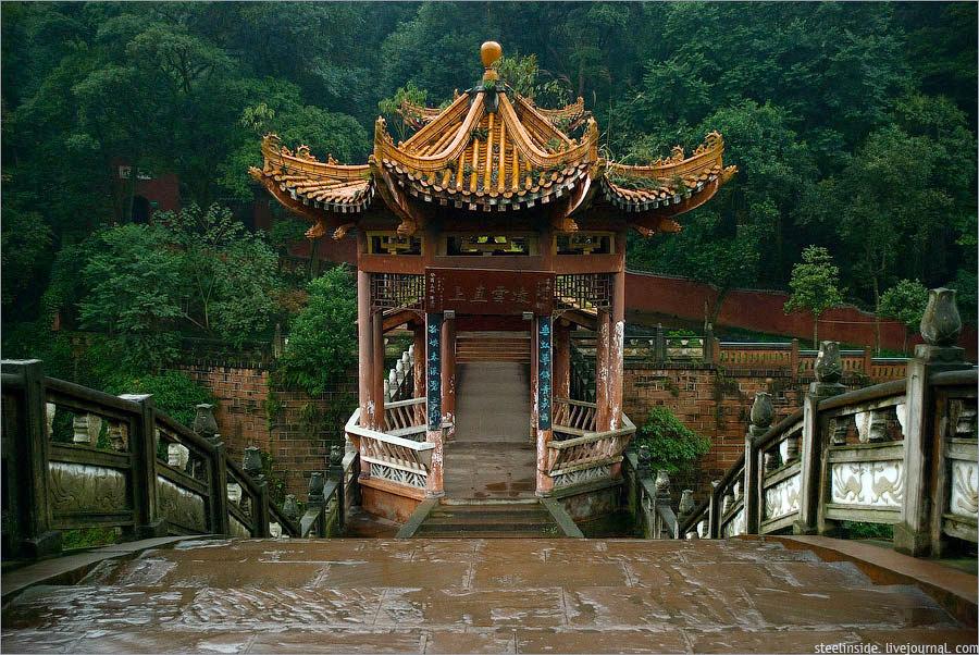 Пагода на мосту