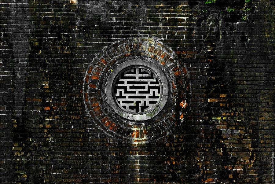 Стена цитадели в Хуе