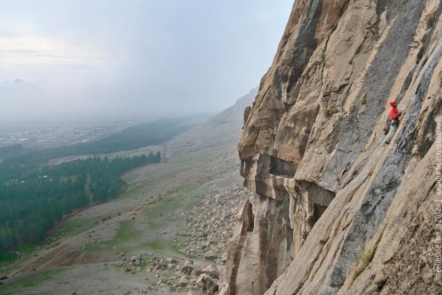 Скалолазание в Иране. Массив Бисотун.