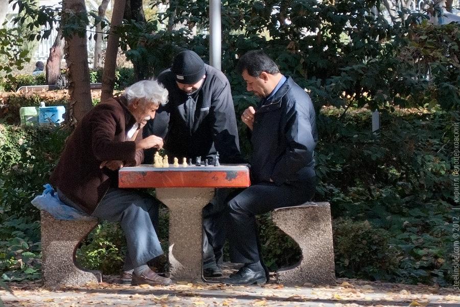 Игроки в шахматы в Исфахане