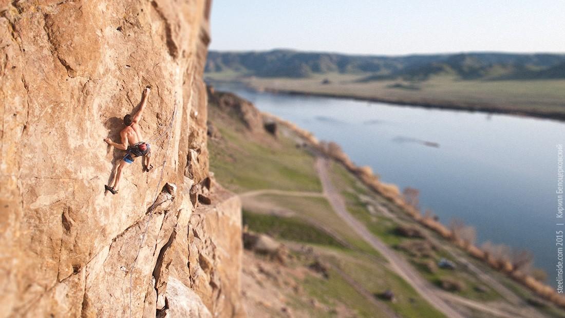 Павел Грязнов на скалах