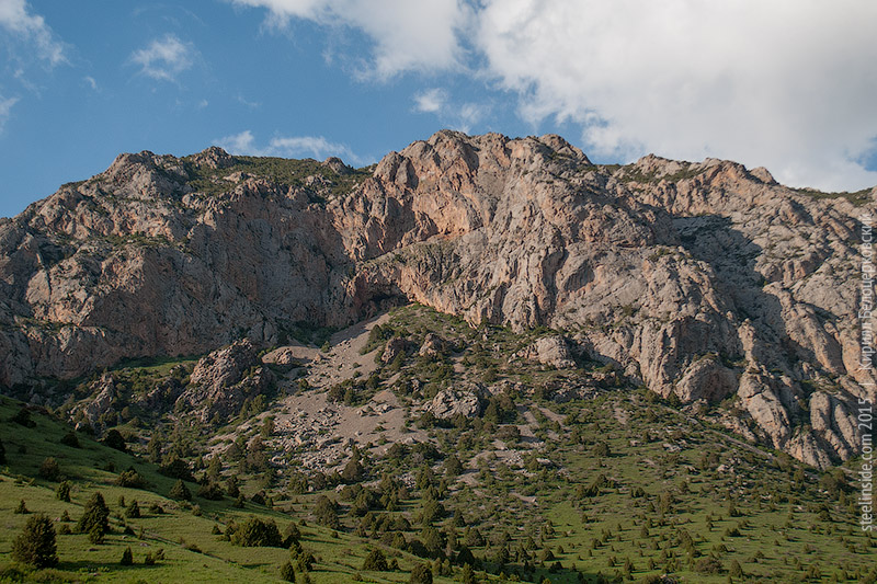 Ущелье Сазан-Ата, скала КызылСау