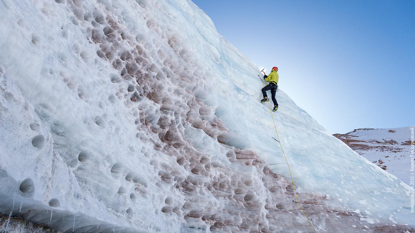 Павел Грязнов на леднике Маметовой