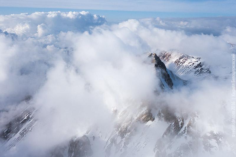 Пик Игла в облаках
