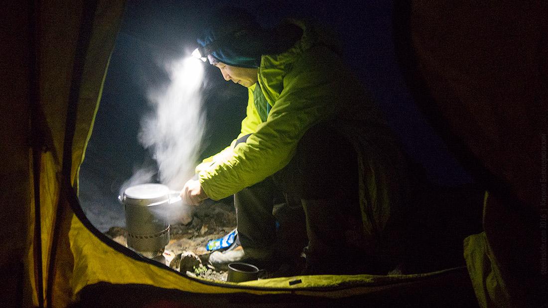 Макс Тен готовит вечернее какао