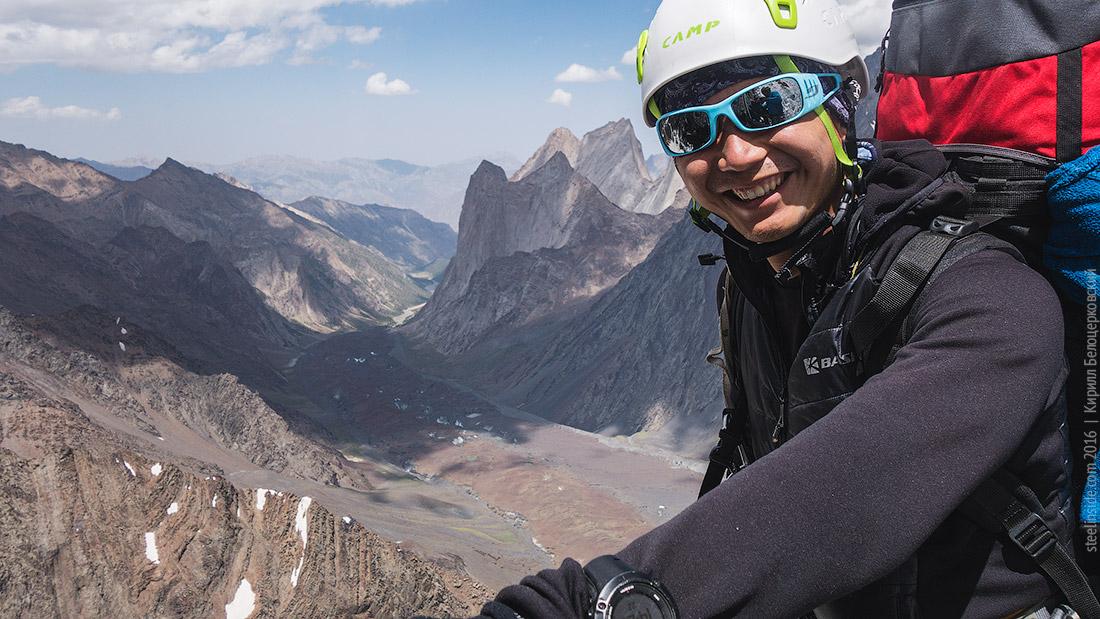 Макс на фоне ледника Кара-Суу