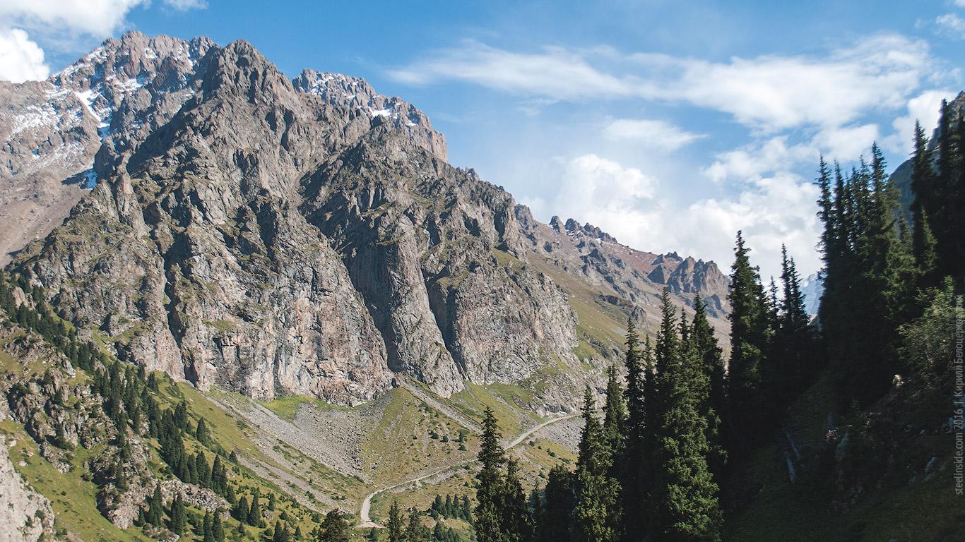 Вид на Бастионы с учебных скал