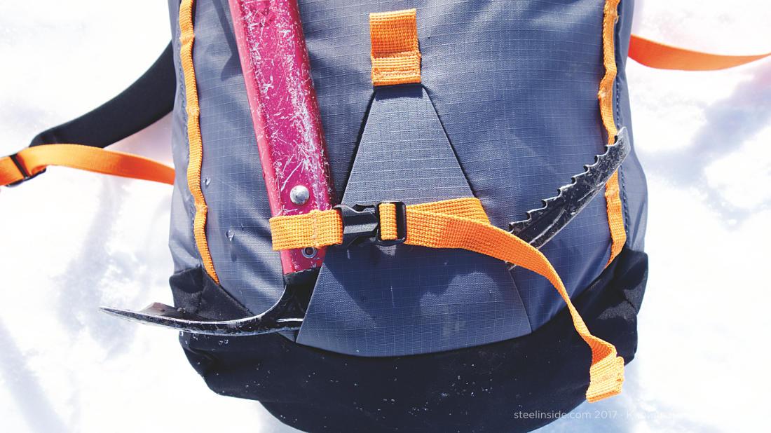 Крепление ледоруба на рюкзаке Кассин Эген 22