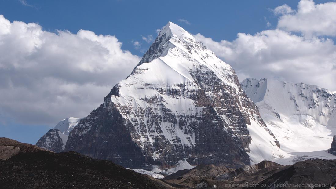 Пик Альпинист (5462 м) — отдельно стоящая вершина в долине Чон-Турасу