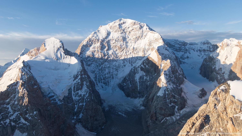 Чон-Турасу (5729 м) —пятая по высоте вершина в Западном Кокшаал-Тоо