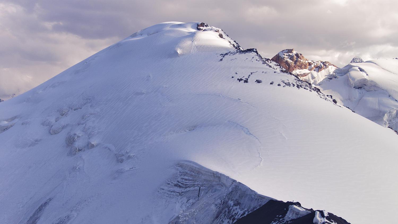 Пик Марона — снежно-ледовая куполообразная вершина в водоразделе между Чон-Турасу и Кичи-Турасу