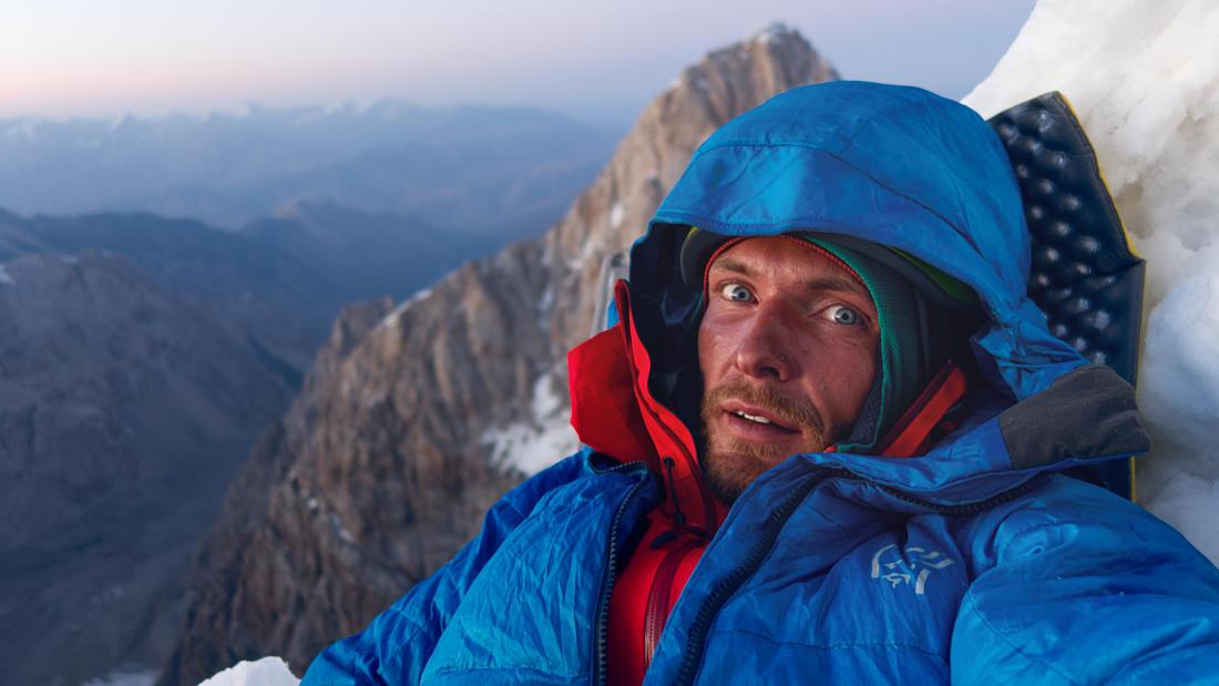 Кирилл Белоцерковский на закате на фоне Трапеции