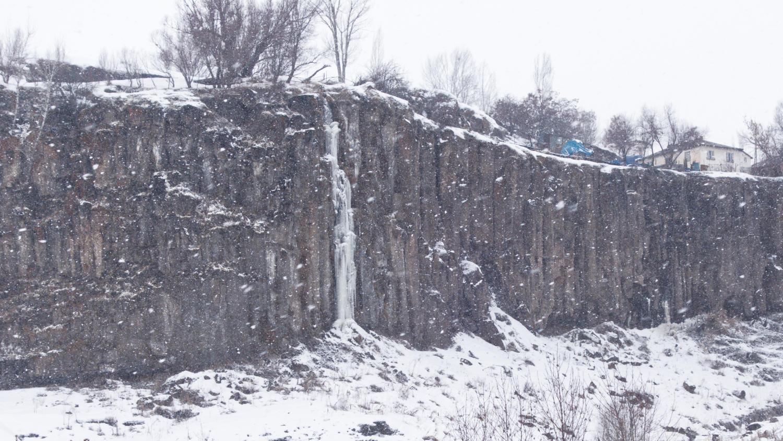 Водопад Инек Кокусу в Хынысе
