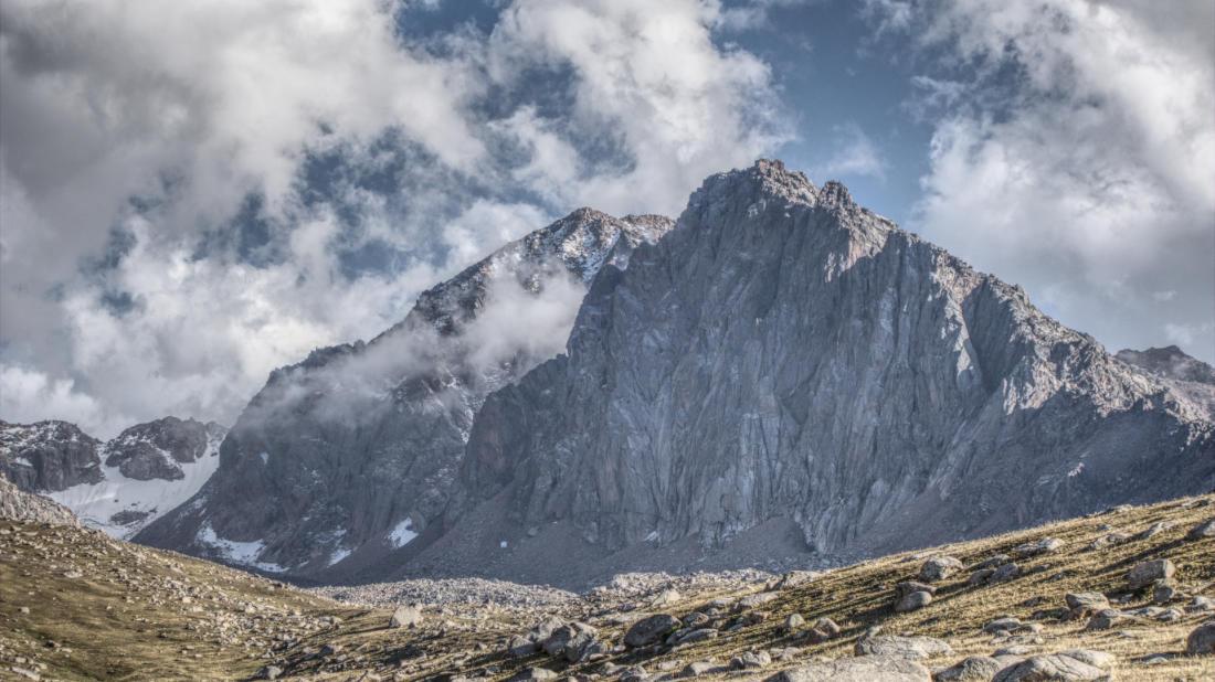 Безымянная скальная вершина в в Каскелене