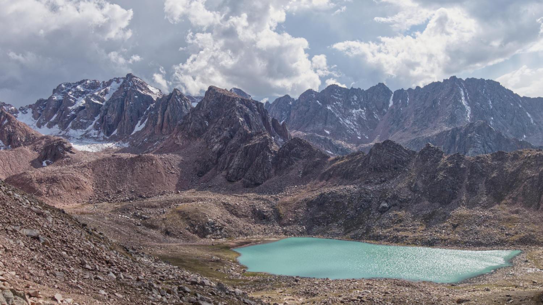 Верхнее Казачье озеро и пик Тасшокы слева от него.