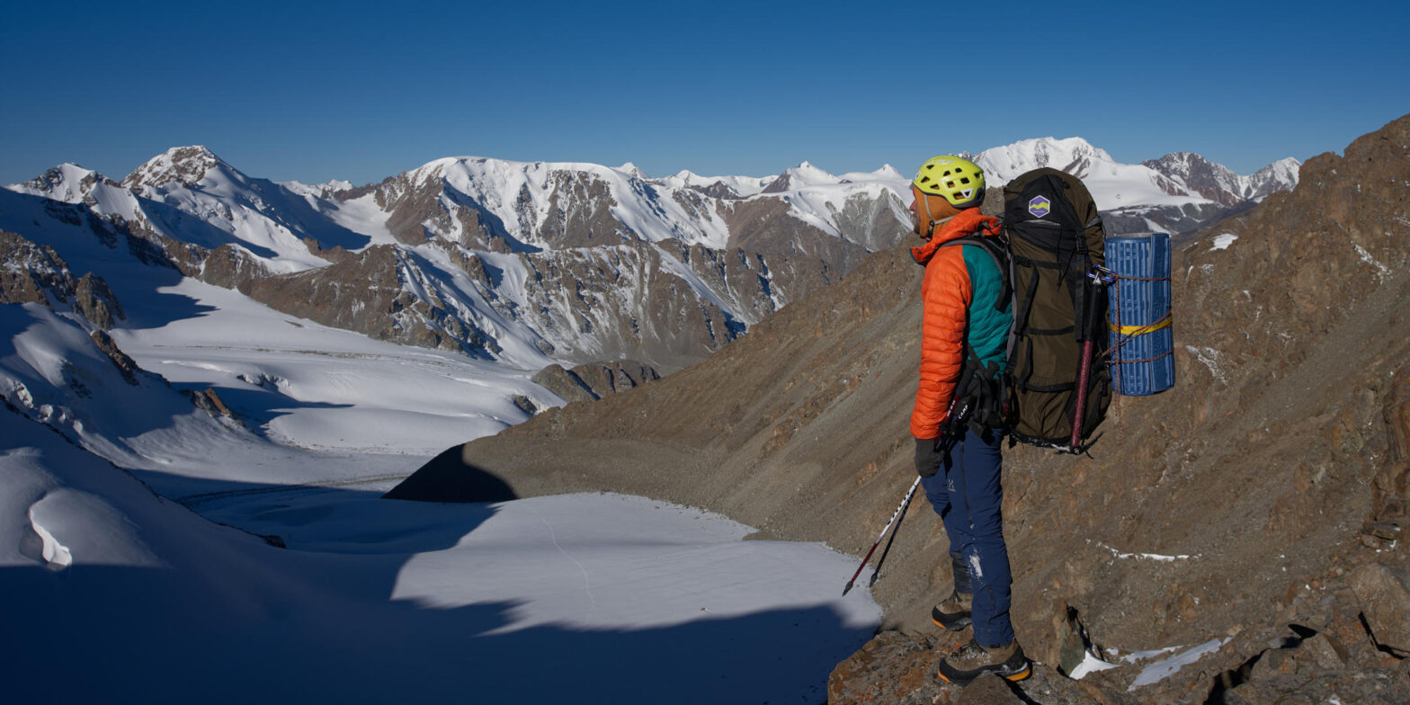 Белоцерковский всматривается в горы