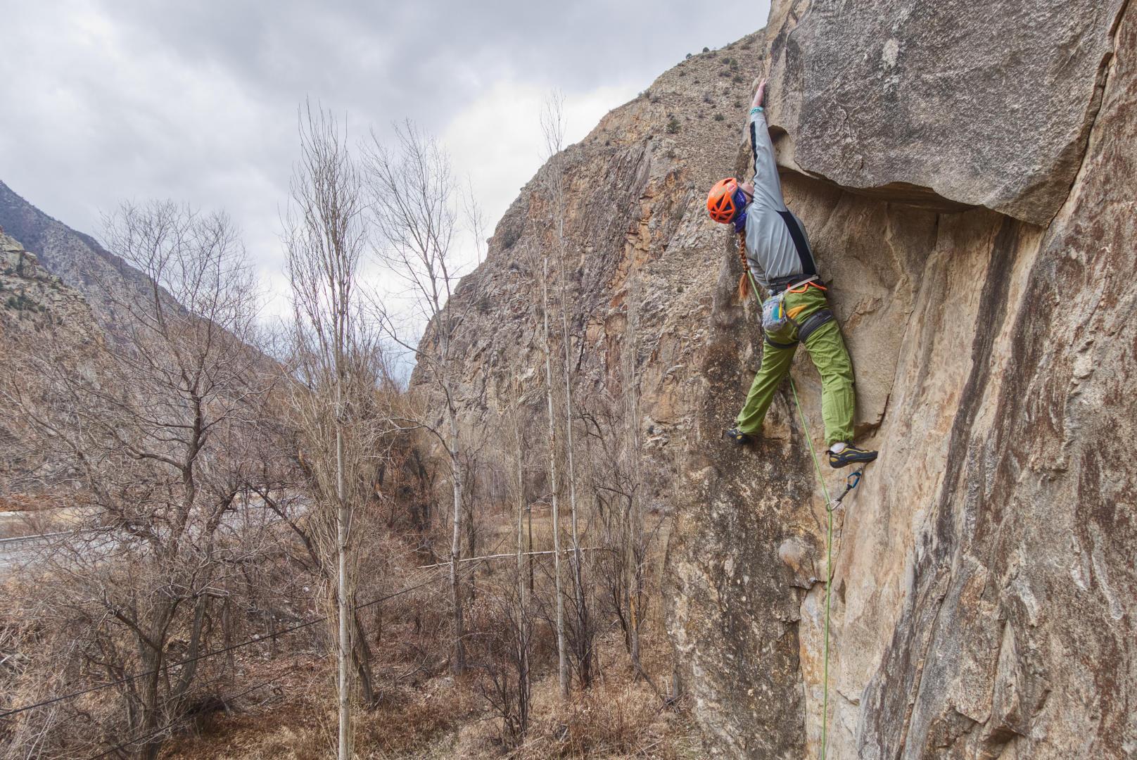 Катя Летавская на скалах возле Узундере