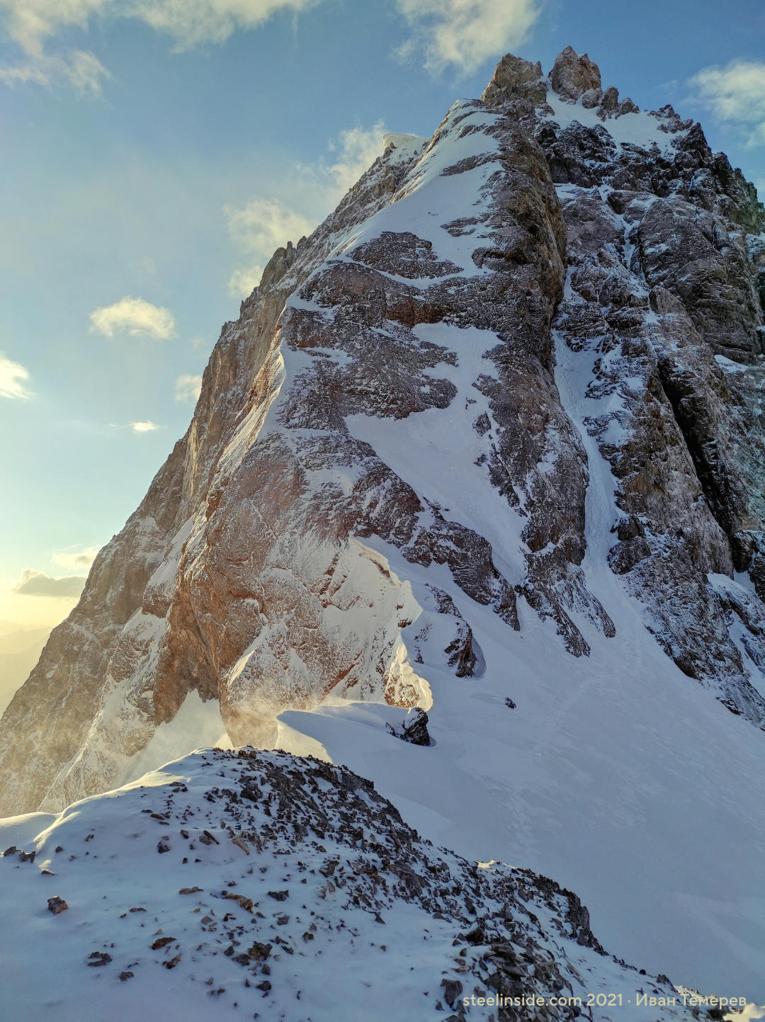 Западный гребень Королёва. Рассвет и ветер